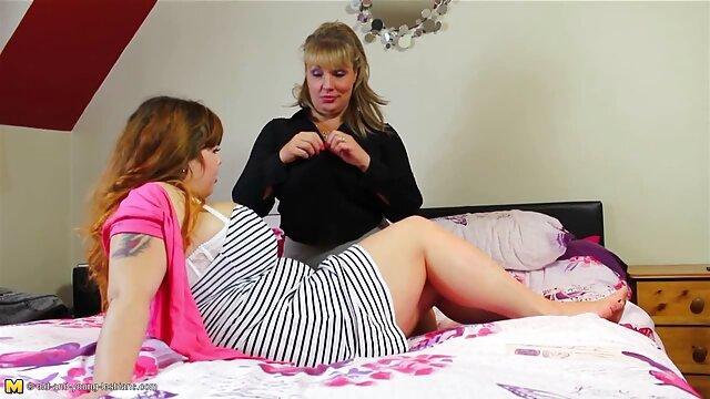 دختر خوش شانس با یک دختر که به سکس با خاله اشتراک گذاشته مرجان
