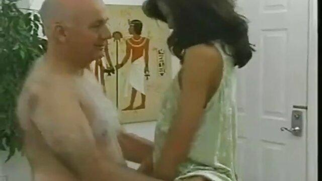 Alexia طلا و بیدمشک سکس با خاله داغ او